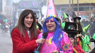 Centos de persoas saíron á rúa no desfile das comparsas
