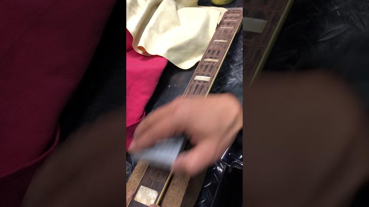 【川越のT.S.G.楽器店】Fender Jazz Bass 70年代ビンテージベースのフレット交換その②「指板すり合わせ」