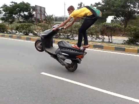 bangalore wheelie dio wheeling stunt at bangalore tumkur highway