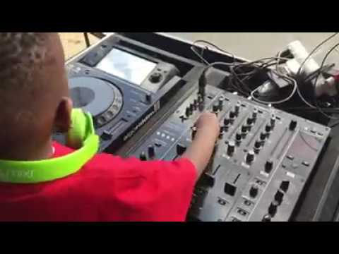 Africa's promising star.Meet the Amaizing SA's 4years old DJ Arch Jnr mixing it.