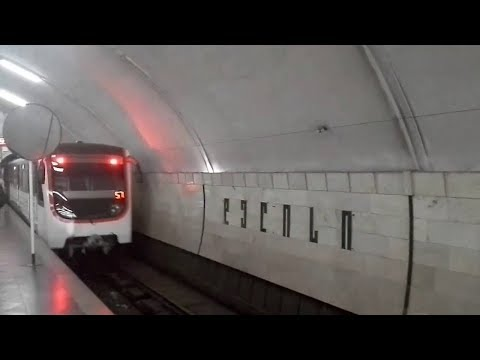 Белый поезд в тбилисском метро. White train in the Tbilisi subway. Новинка.