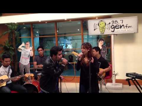 Download Mp3 Adinda feat Abdul The Coffee Theory - Just For You Live at Ganaskustik 987GenFM I 011013 [Tapping] di ZingLagu.Com
