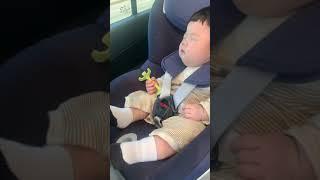 163일 - 카시트에서 자는 아기