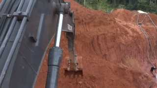 Repeat youtube video Escavadeira Volvo EC140B - Garimpo 1