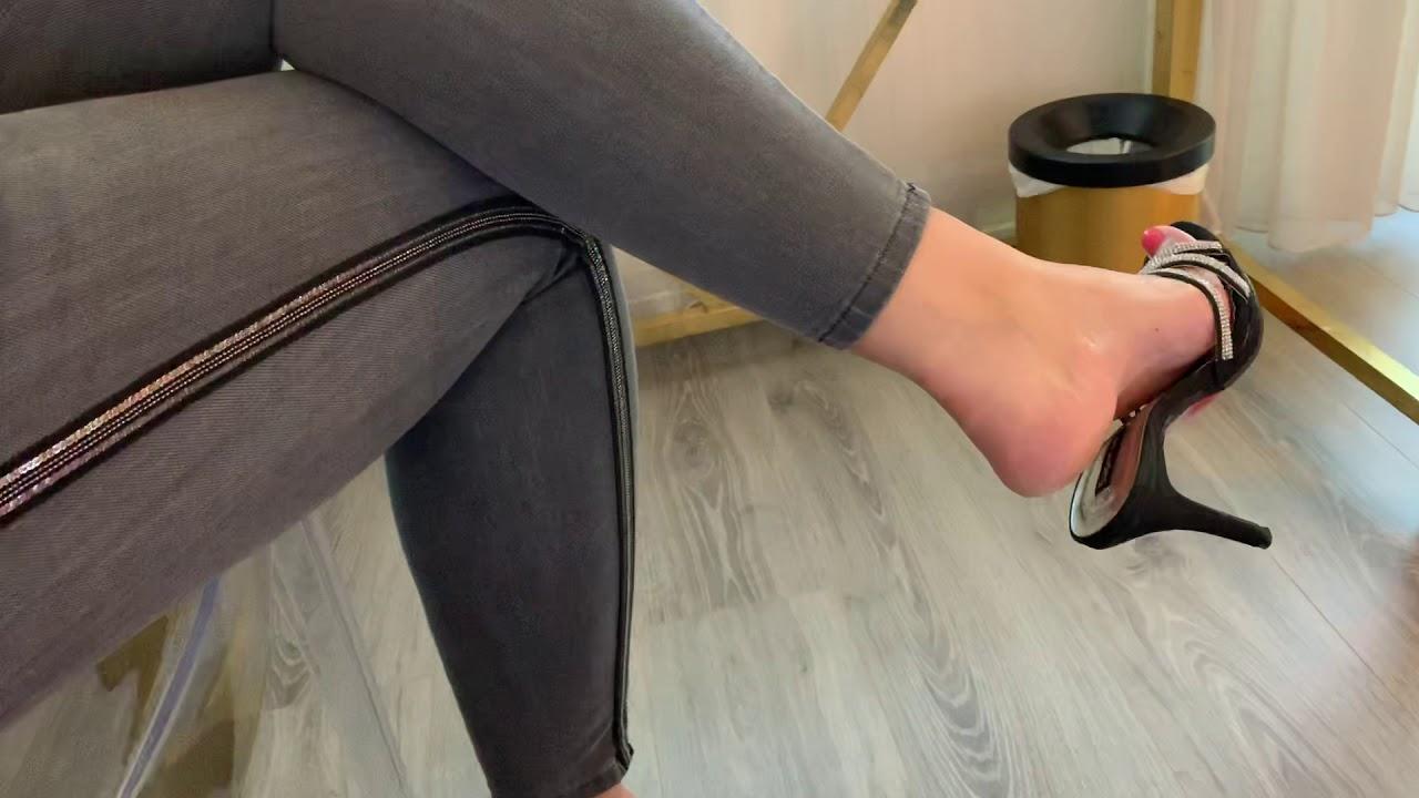 High heels mule shoeplay n' dangling by Pipa