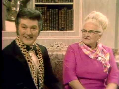 Liberace sings to his Mum - The Liberace Show