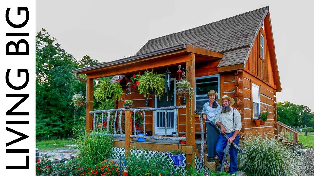 True Off Grid Homesteading In A Pioneer Style Cabin