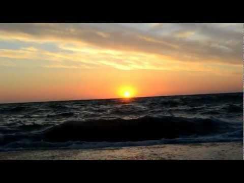 На небе только и разговоров что о море... и о закате...