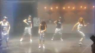 ריקוד בת מצווה עם ארבעה רקדנים