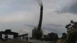 Cama - 24.07.2007 - Wyburzenie 100 m ceglanego komina w Krakowie