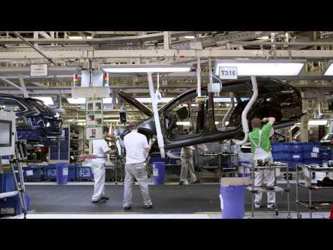 Pohled do výroby nového modelu ŠKODA Octavia 2014 (HD)