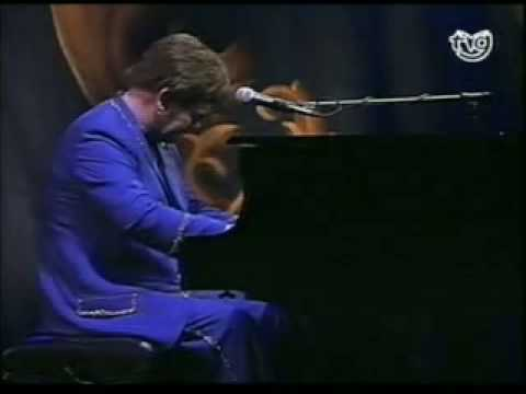 Elton John - Take me to the Pilot - Introduction - Live in Pontevedra (Solo) mp3