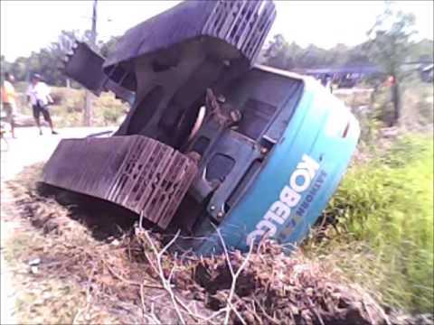 อุบัติเหตุรถแม็คโครส้มหงายท้อง