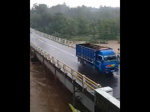 MENGKHAWATIRKAN !! Hari ini jembatan Wonogiri terpantau retak waspada !