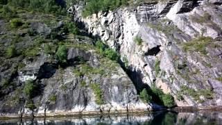 """Kalliohalkeama eli """"helvetin kolo"""" Geirangerissa"""