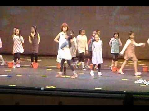 Annie the Broadway Musicale Part 1 of 4