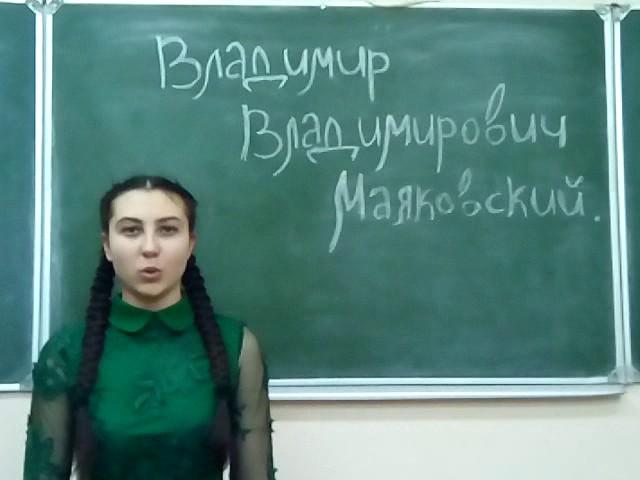 Изображение предпросмотра прочтения – ВероникаПетрова читает произведение «Ночь» В.В.Маяковского