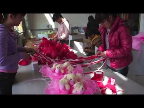 Ролик 2 Производство букетов из игрушек в Китае