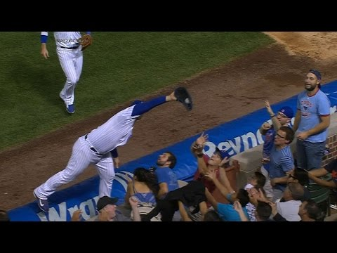 rizzo-makes-incredible-grab,-falls-in-crowd
