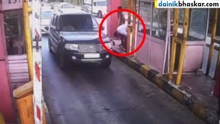 OMG! Gangster Punished Toll Booth Staff for Asking Toll Tax | Shocking Video