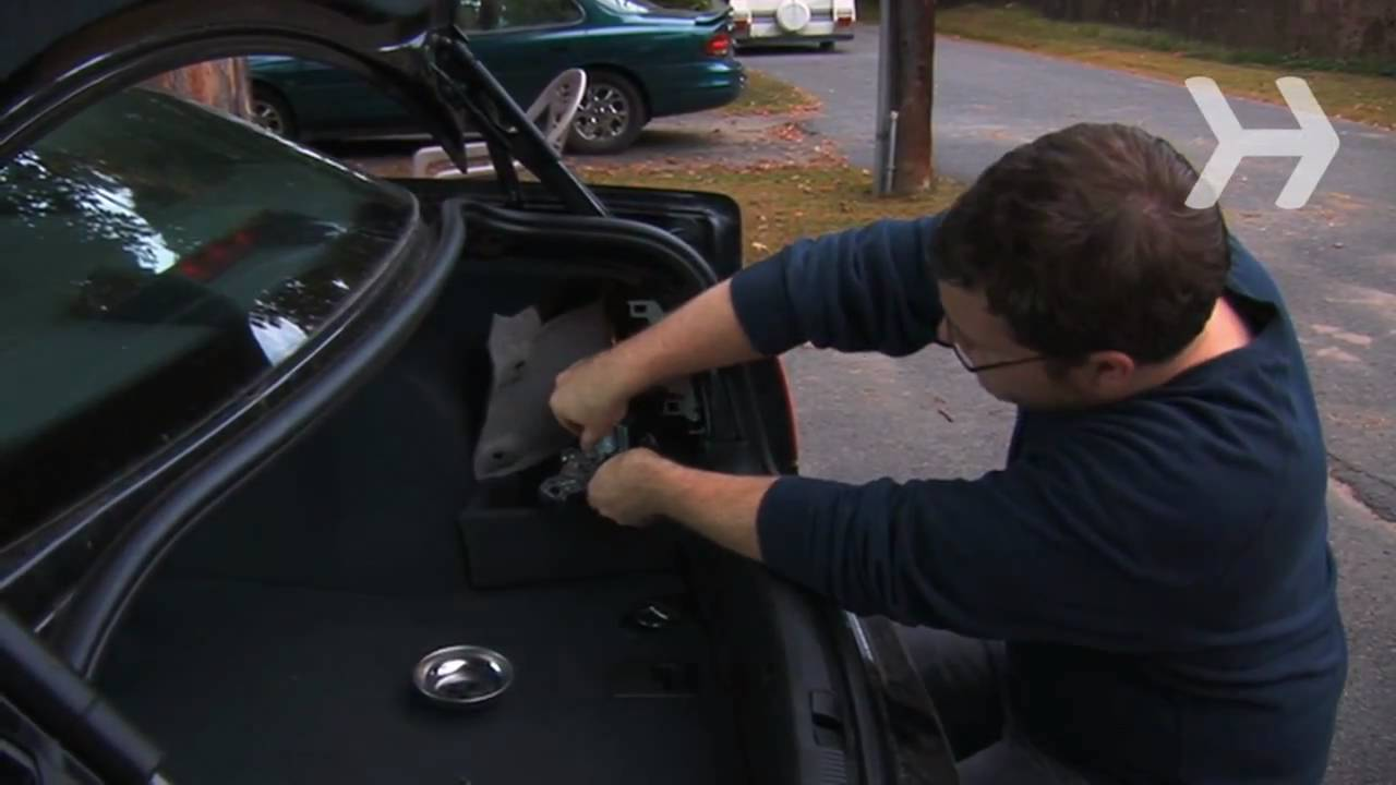 how to replace a reverse light