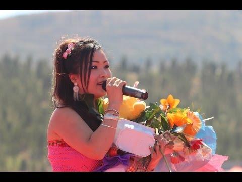 """KUVPAUB: 熊美 MAIV XYOOJ 2014 in China Performing """"Me Leej Nus Ntxim Hlub"""""""