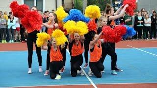 Wyst�p taneczny z okazji otwarcia boiska w Rzekuniu