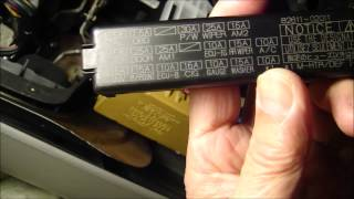 How to replace cigarette lighter fuse on 2006 Toyota Corolla