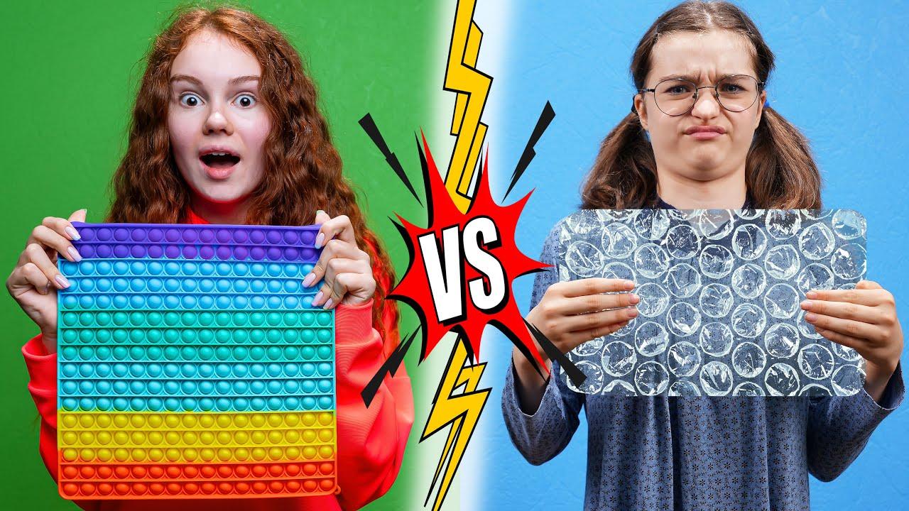 POPULAR VS NERD! Funny situations at SCHOOL!
