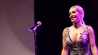 Doda śpiewa Niech żyje bal na urodzinach Party (Zobacz min...