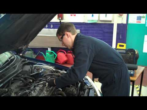 How to remove and refit spark plugs
