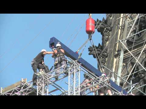 Liebherr - Mobile Crane LTM 1750 operating at Cologne Cathedral
