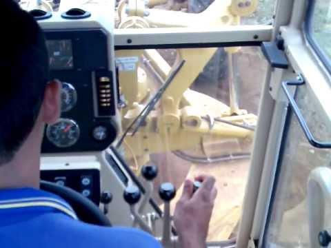Motoniveladora 120K Cat. Galera esse vídeo eu filmei os controles direito, volante ...