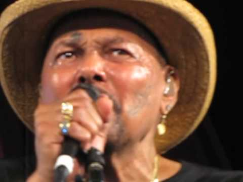 Aaron Neville • When The Saints Go Marching In - YouTube