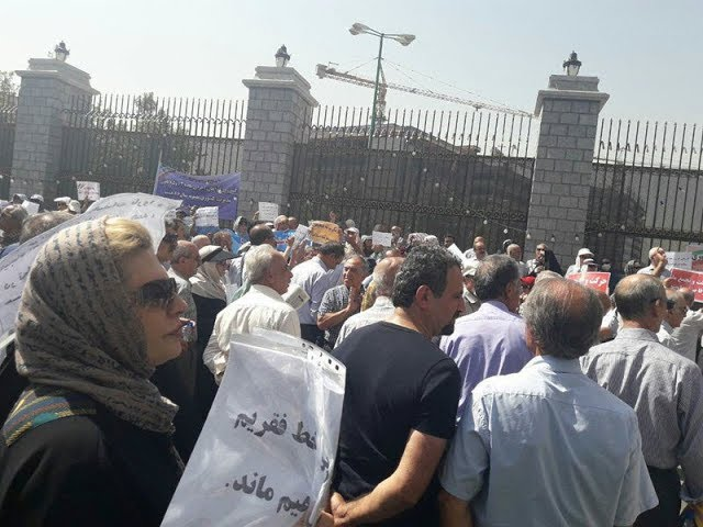 "IRAN: Mass Protests by Retirees in Front of Majlis; Chants of ""Imprisoned Teachers Must Be Freed"""