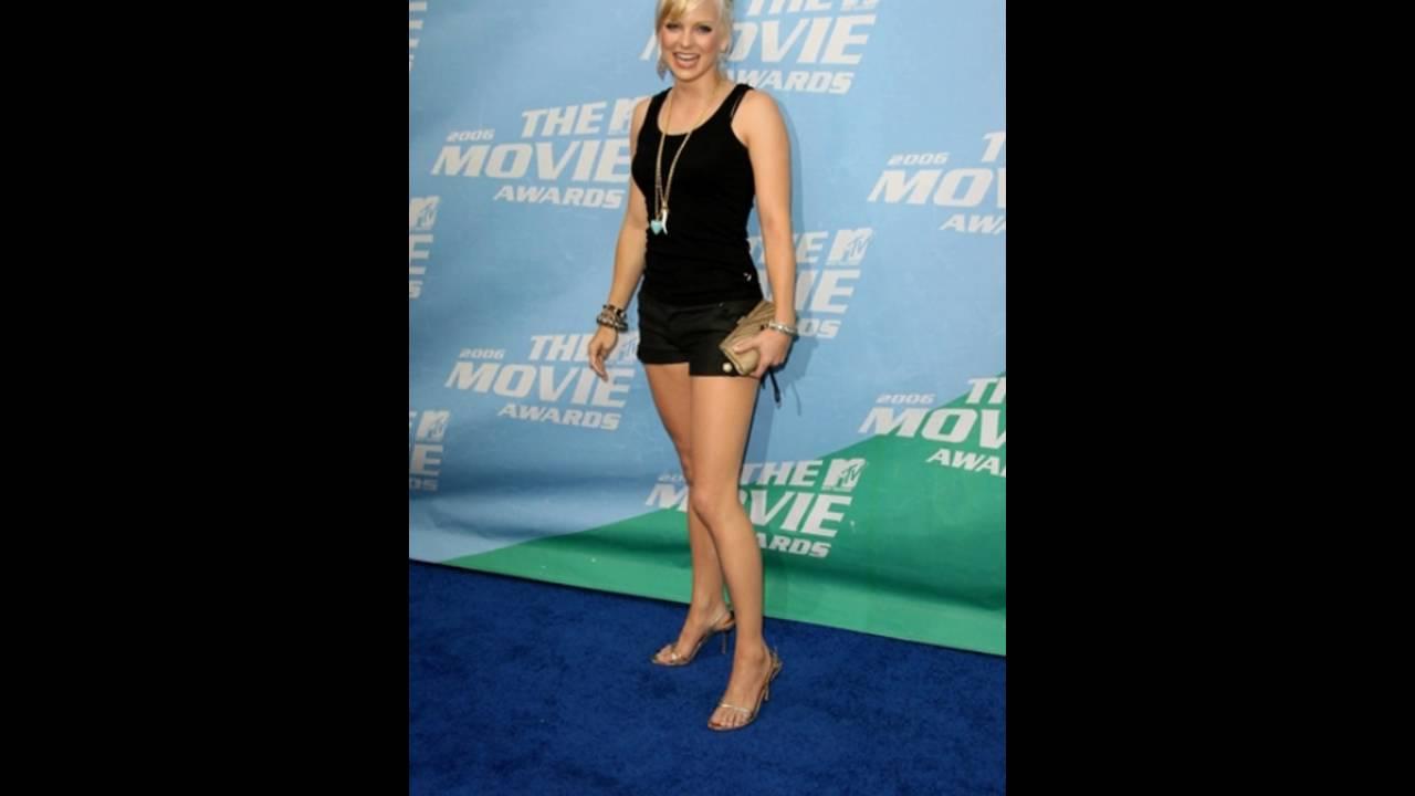 Anna faris shows off her feet youtube anna faris shows off her feet voltagebd Choice Image