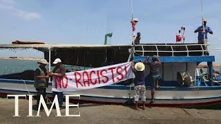 A Group Of Tunisian Fishermen Blocked A 'Racist' Anti-Migrant Boat From Docking | TIME thumbnail