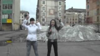 Девчонки танцуют ( мужик жгет)(Оставляем коменты пож эти так сказать видео ), 2012-05-29T13:59:29.000Z)