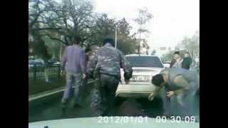 Автомобиль потащил за собой девушку. Алматы Казахстан