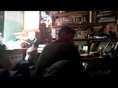 Сидим на кухне после Шокофеста 25.05.17 14ч 54 мин. Играет на гитаре Сергей Вальсов Лётчик Потапов