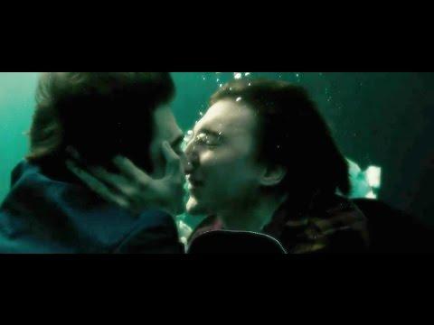 Swi55 Army Man Kiss  Daniel Radcliffe & Paul Dano