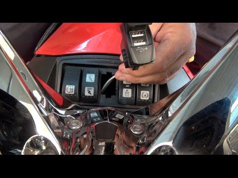 Can Am Spyder - Dual USB Charger - Presentation/Installation