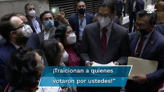 Ciudadanos de comunidades científicas, de víctimas, de periodistas y deportistas, encararon a integrantes de Morena y del partido Verde tras avalar la desaparición de los 109 fideicomisos en la Comisión de Presupuesto
