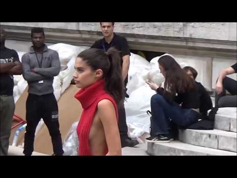 Sara SAMPAIO takes selfies with fans @ Paris Fashion Week 28 september 2017