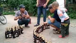 2 thanh niên thi khui bia bằng tay vs răng ai nhanh hơn