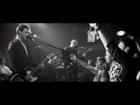 Studio Brussel: White Lies - Bigger than us (live in Club 69)