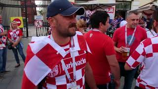 ..атмосфера в центре Москвы перед полуфинальным матчем Хорватия-Англия...