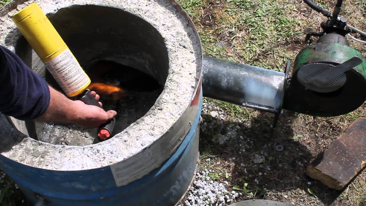 Diesel burner furnace - first run. - YouTube