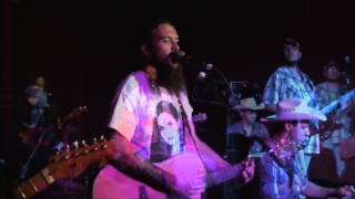 Somewhere in the Middle - Cody Jinks & The Tone Deaf Hippies