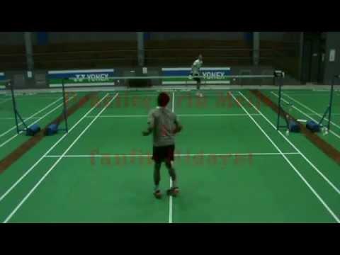 Match Erik Meijs vs Taufik Hidayat during practise Taufik ...